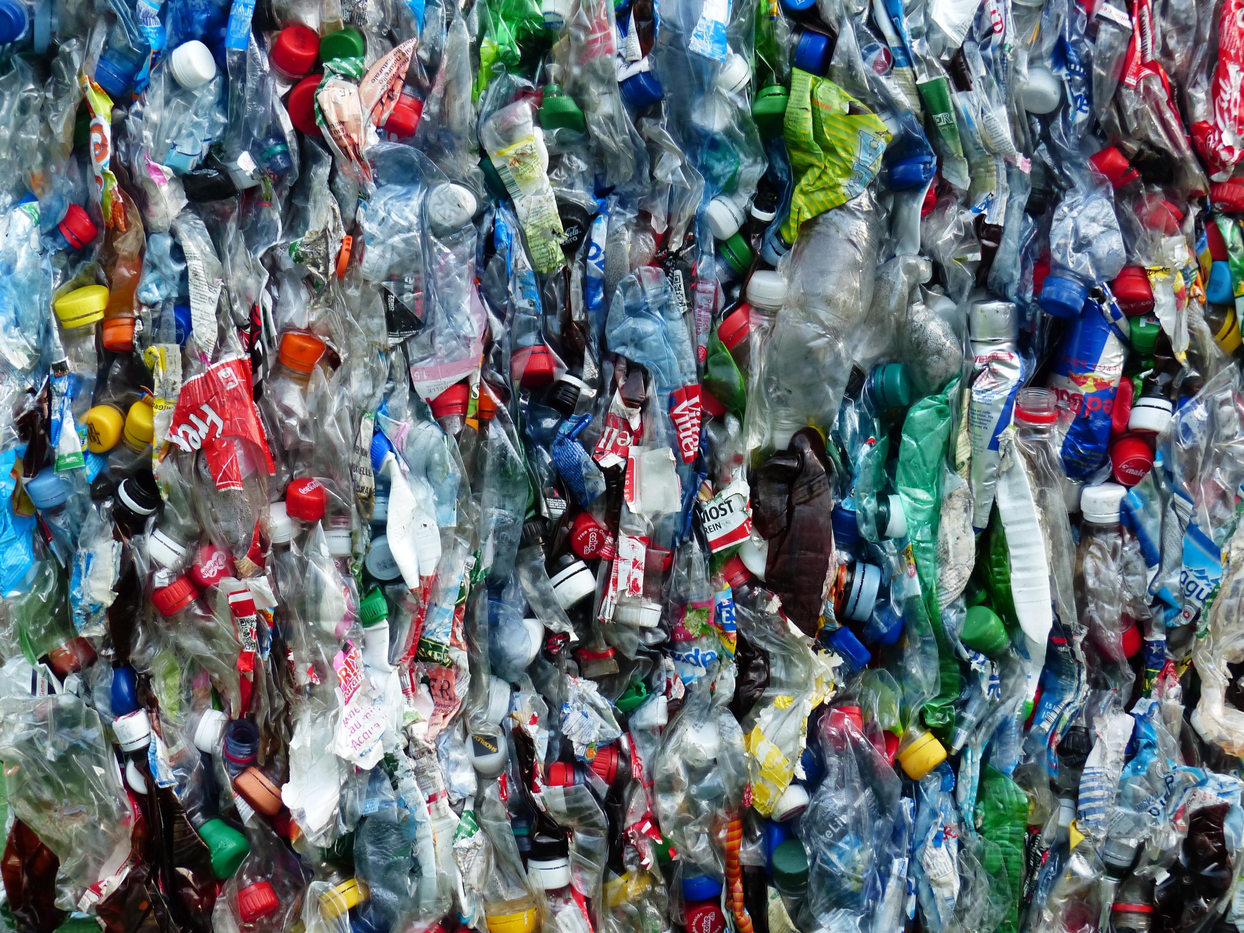 une bouteille en plastique ca se recycle ou pas camille se lance. Black Bedroom Furniture Sets. Home Design Ideas